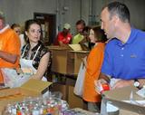 Кимберли Уильямс-Пэйсли, фото 16. Kimberly Williams-Paisley Kicks Off Feeding America's Hunger Action Month in Nashville, Tennessee - Sept 1, 2010, photo 16