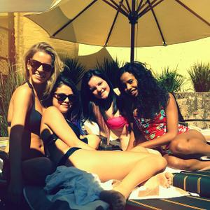 th 778000322 1871010849e111e1a87612313804ec91 7 123 451lo Selena Gomez & friends in bikinis chillin in Mexico   Jan 28