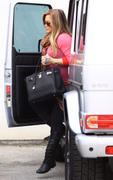 http://img280.imagevenue.com/loc463/th_833629216_Hilary_Duff_leaving_the_doctors_office1_122_463lo.jpg