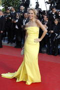 http://img280.imagevenue.com/loc478/th_939818778_Luisana_Lopilato_On_The_Road_Premiere_Cannes9_122_478lo.jpg