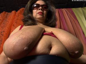 Hot latina milf ass