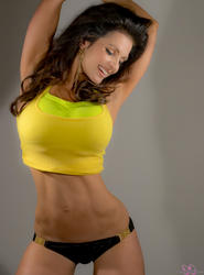 Дениз Милани, фото 5646. Denise Milani Yellow Top, foto 5646