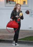 http://img280.imagevenue.com/loc546/th_85301_Emma_Roberts_leaving_Byron_and_Tracey_salon2_122_546lo.jpg
