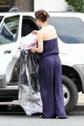 http://img280.imagevenue.com/loc569/th_64219_Evangeline_Lilly_Out_and_about_in_Hawaii11_122_569lo.jpg